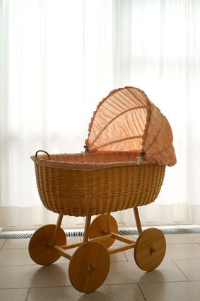 babybett gitterbett wiege oder beistellbett. Black Bedroom Furniture Sets. Home Design Ideas
